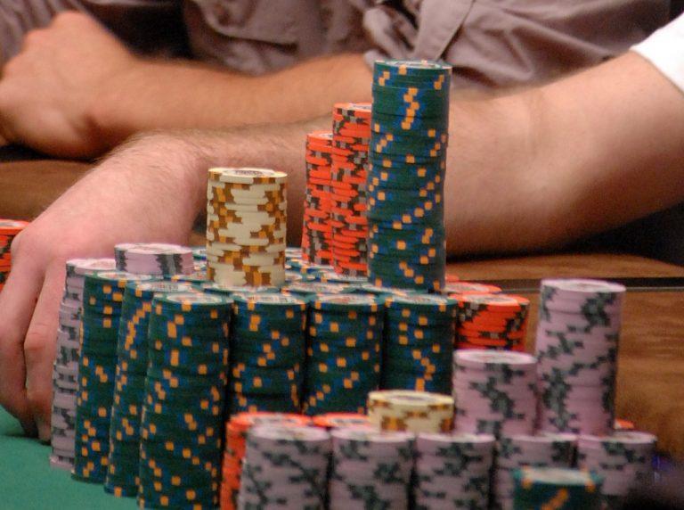 WSOP: Shack-Harris Seeks Bracelet #3, Leads Final 6 in $10K PLO