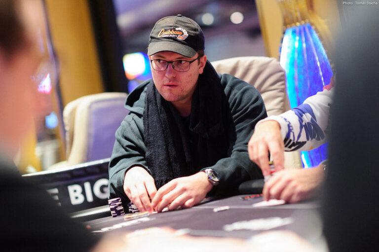 Julian Menhardt Grabs 2020 WSOP Main Event Day 1A Chip Lead